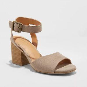 Universal Thread block heel micro suede shoes